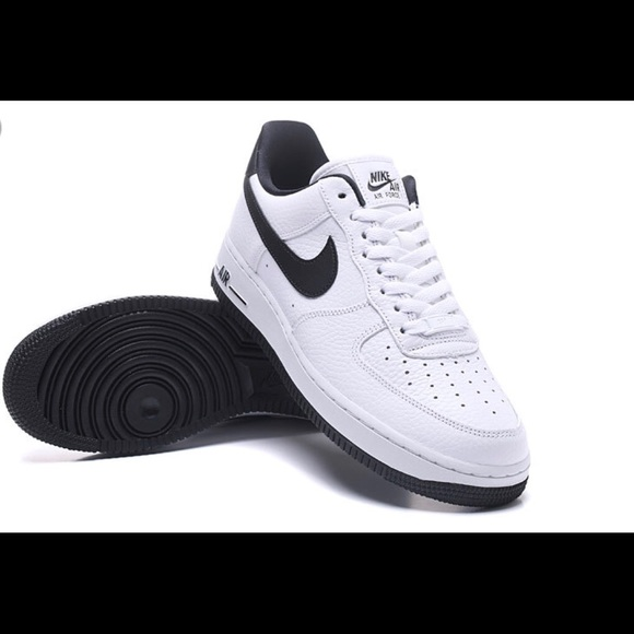 Nike Chaussures  | Noir And Blanc Air Force 1 Taille 7 | Poshmark